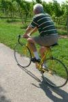 Bill - Cembalobauer, Ex-Hobbyradrennfahrer, Pro-K21 und Anti-AKW-Aktivist - auf seinem Traditions-Rennrad (Monospeed und im Original ohne Bremsen)